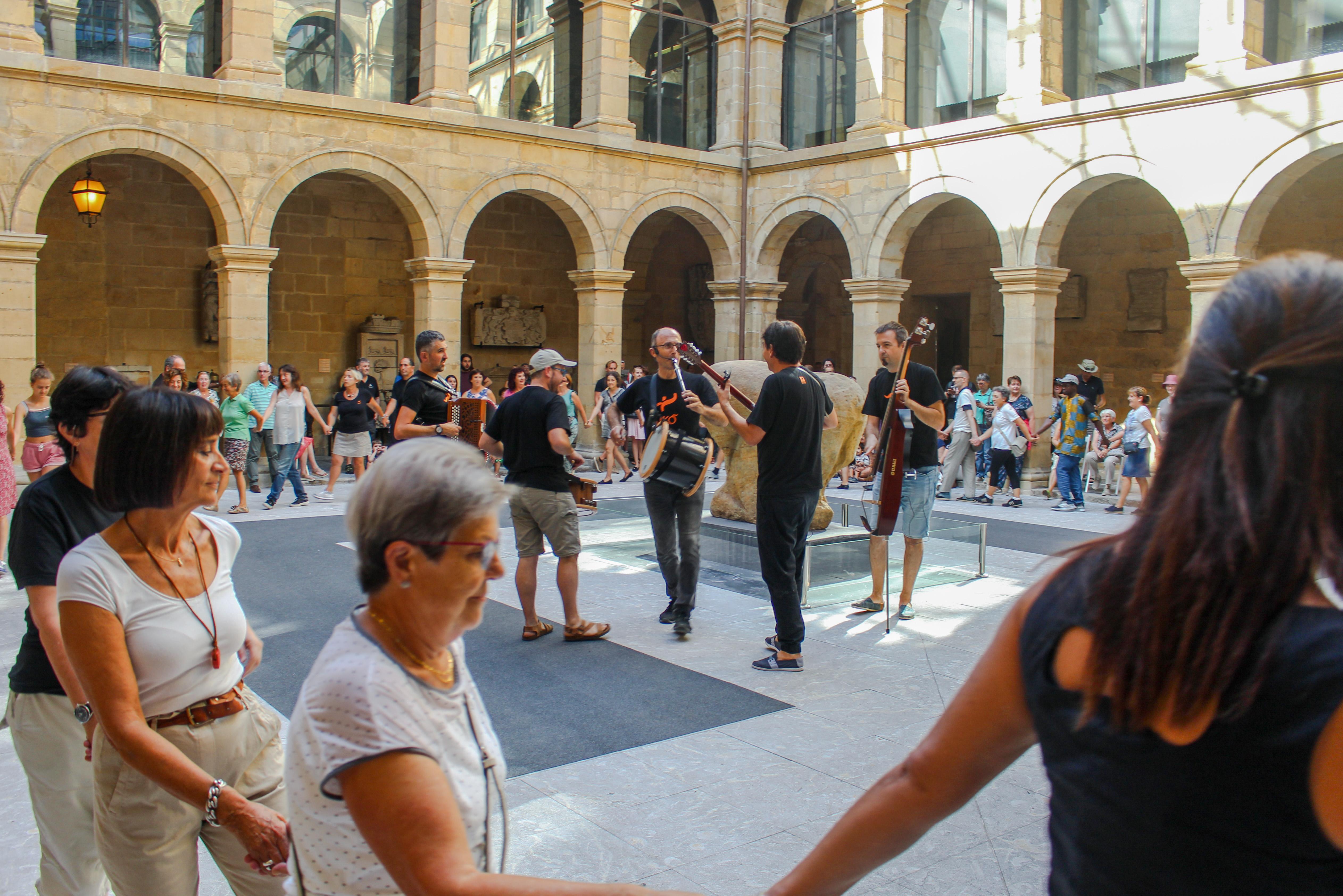 Dantza tradizionala Euskal Museora itzuliko da Aiko Taldearen erromeriarekin