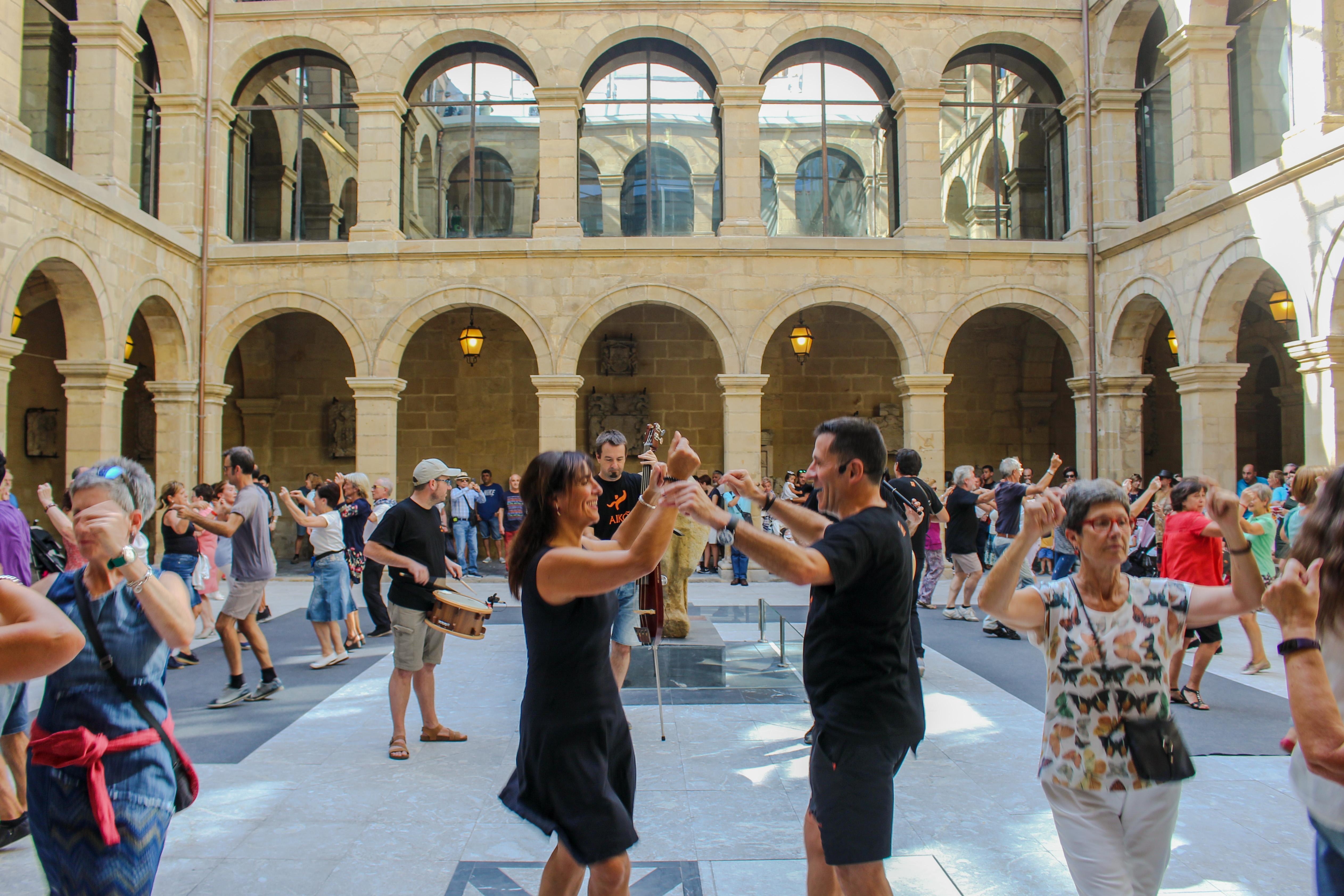Euskal Museoak ate irekien eguna antolatuko du urriaren 13an (igandea), eta dantza tradizionalak izango dira Aiko Taldearen eskutik